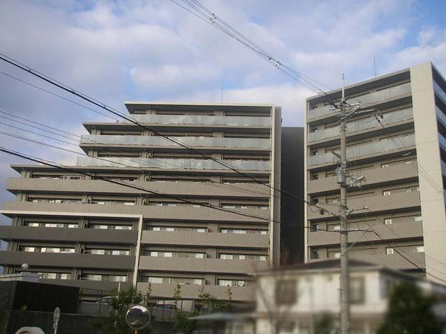 エスリ-ド千里桃山台