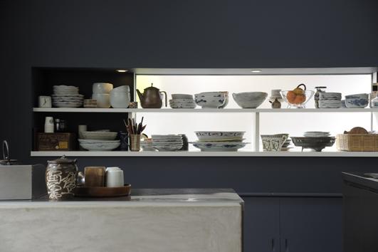 キッチン紹介OUCHI-15 窓に食器棚|建築家・石川淳さんのブログ【建築家O-uccino(オウチーノ)】