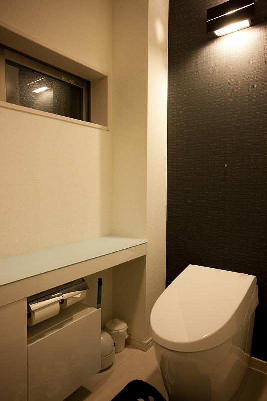 モノトーンでまとまったトイレ