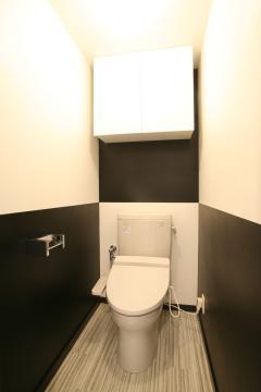 黒 トイレ