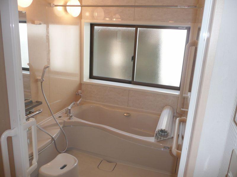 風呂 風呂のリフォーム : タイル貼りのお風呂から ...